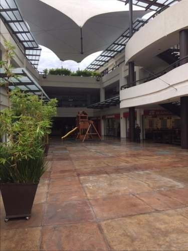 local  de 108 m2, en primer nivel de  plaza comercial