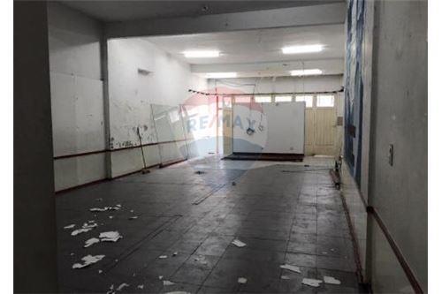 local de 120 m2 con 6 metros de vidriera con renta