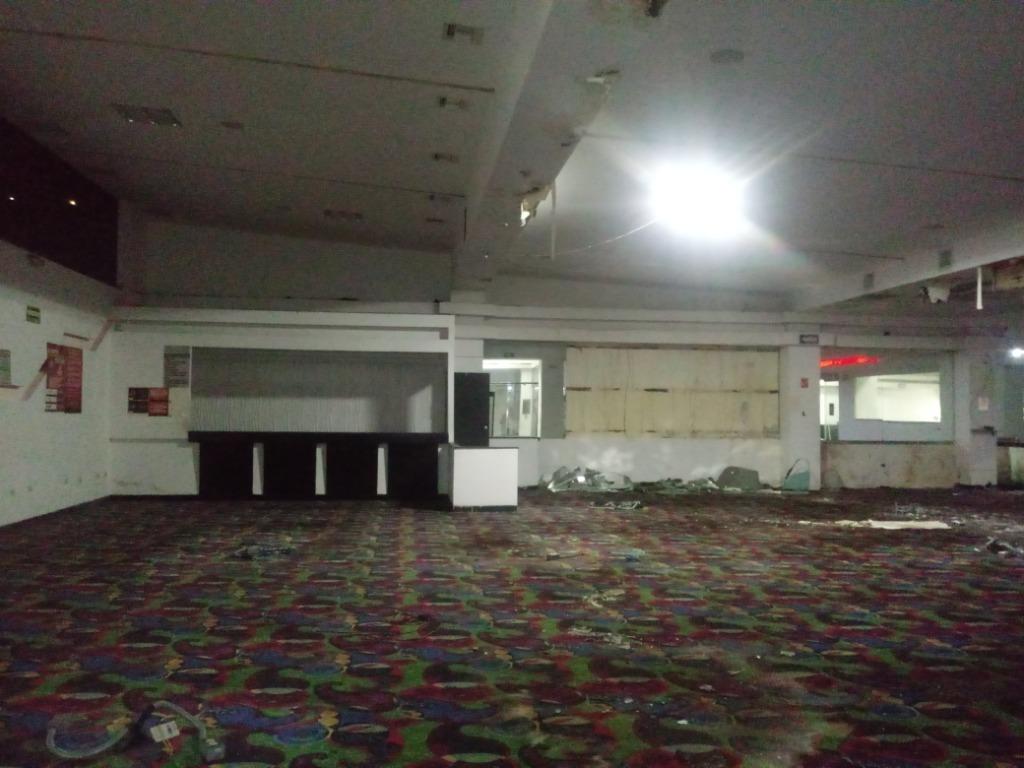 local de 1,500 m2 dentro de plaza comercial