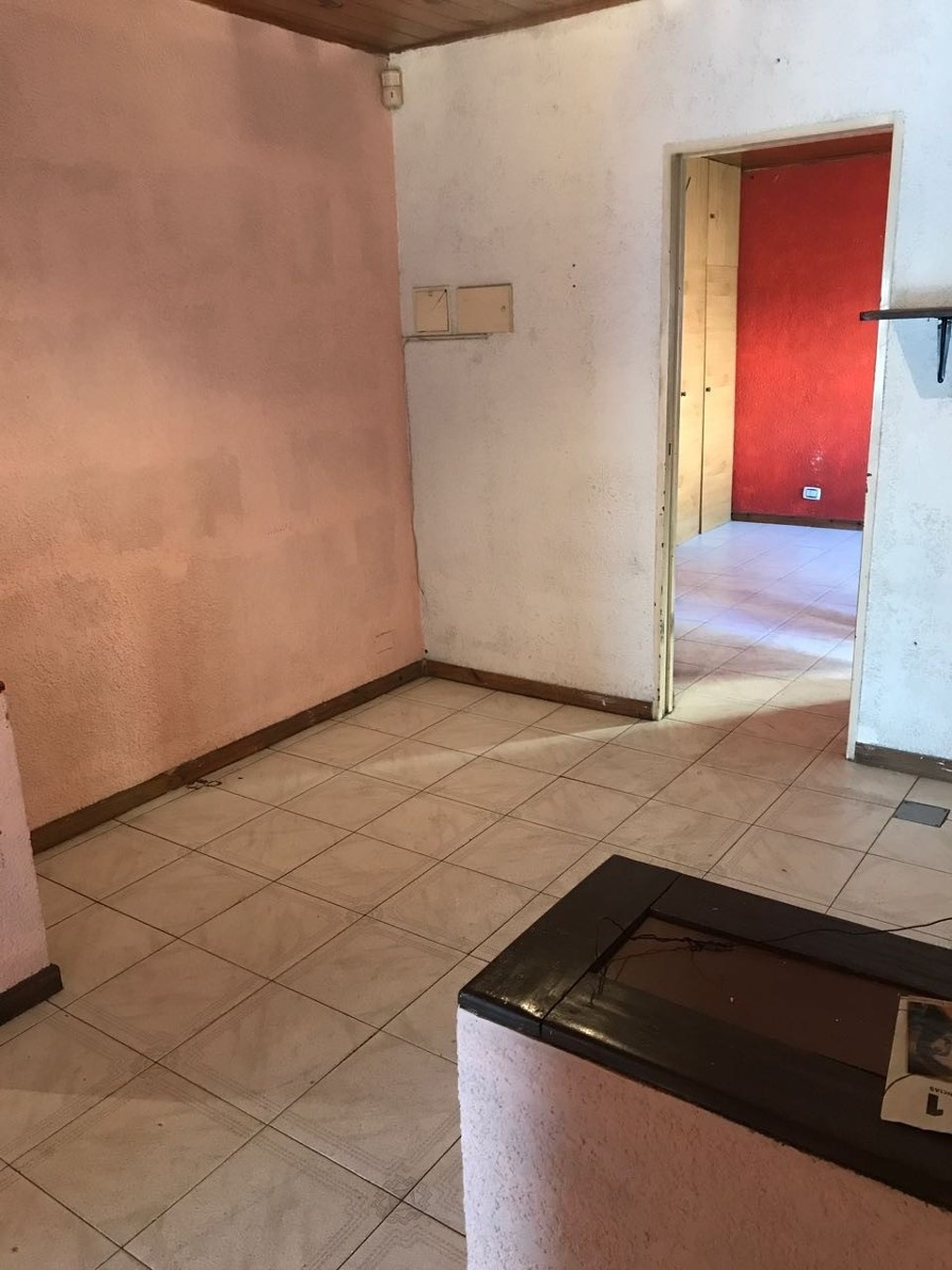 local de 190 m2  con vivienda 3 ambientes sup. cub. 70 m2