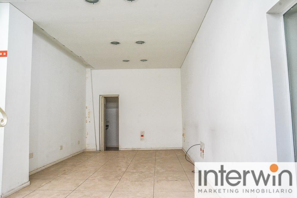 local de 2 plantas, 70 m2. excelente ubicación. - retiro