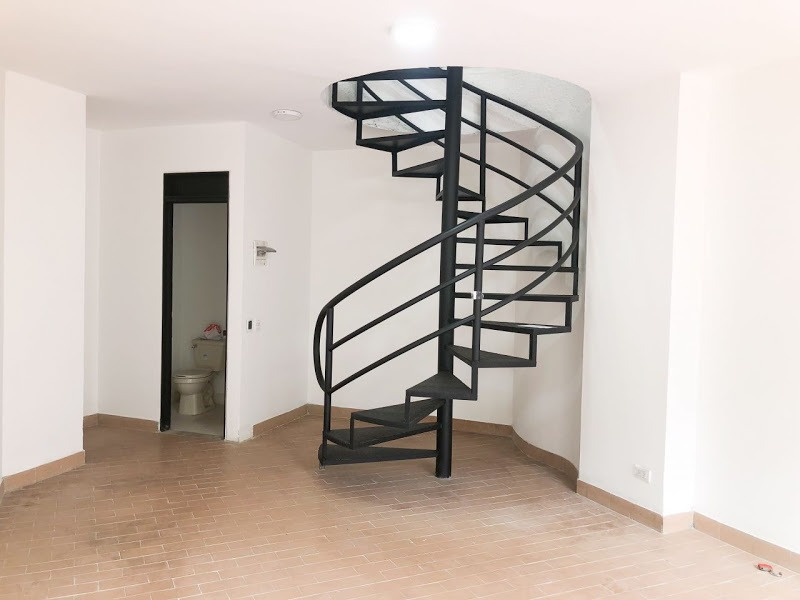 local de 52 m2 con dos pisos y baño