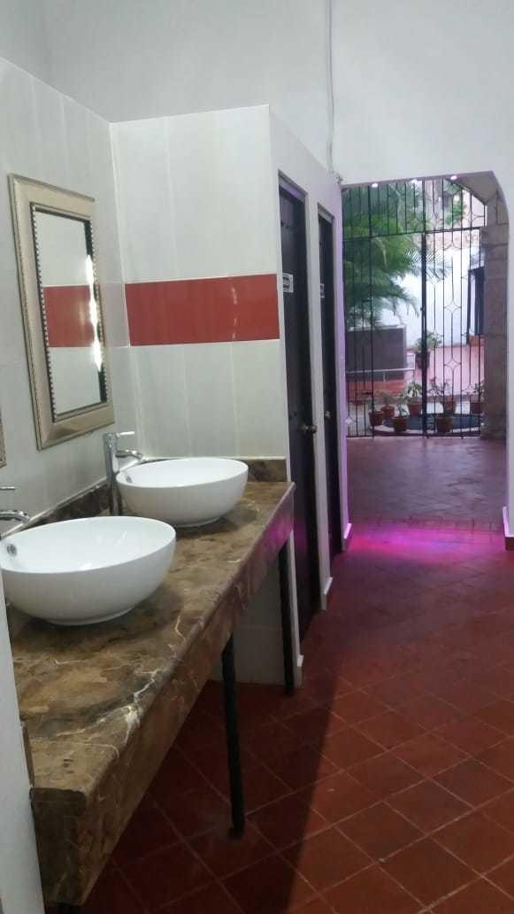 local de 756 metros zona colonial para restaurante o bar