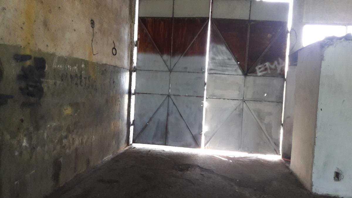 local de buena dimensión en enrique castro y torriceli v161