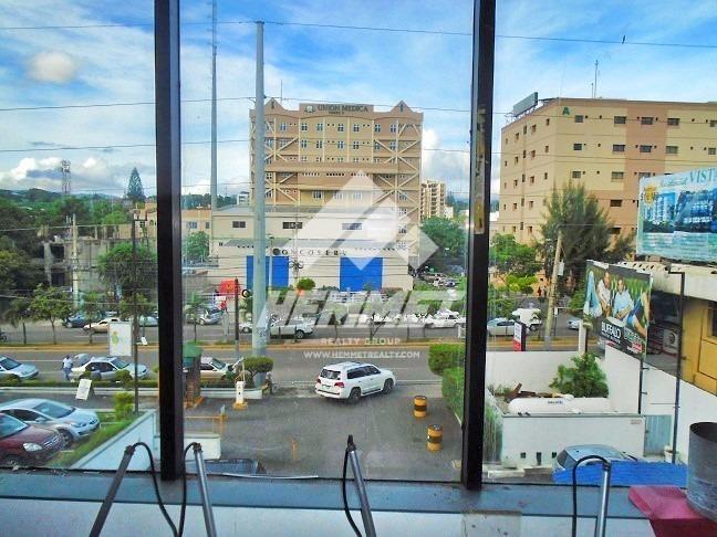 local de renta en plaza internacional segundo nivel