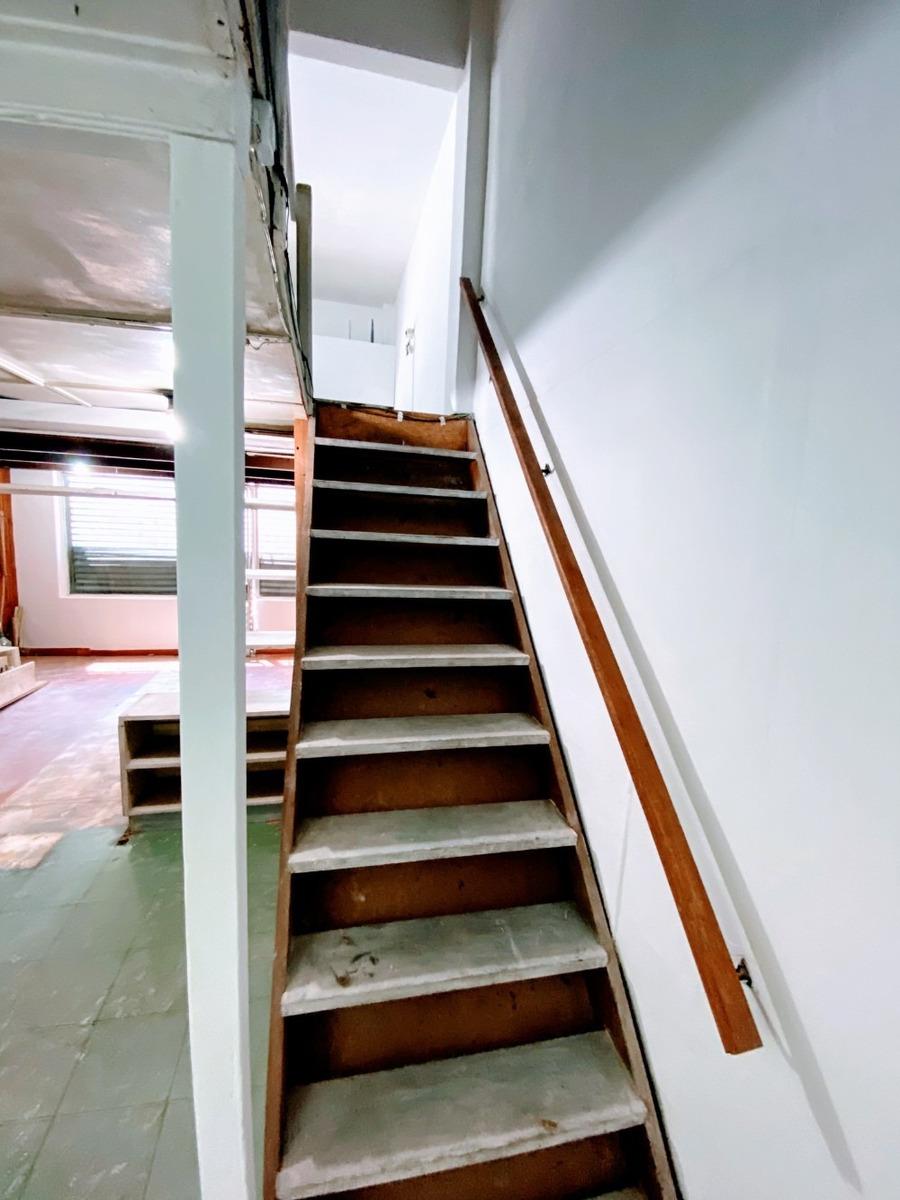 local en 2 pisos, baño y cocina nuevos