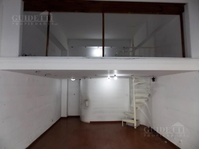 local en alquiler 45m² cub con entrepiso y vidriera sobre av. córdoba