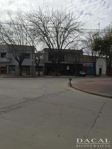 local en punta indiio calle 30 e/ 27 y 29 dacal bienes raices