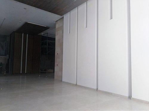 local en renta en esquina de 171 m2 en complejo médico.