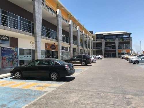 local en renta en plaza comercial por av. blvd. centro sur planta baja con modulos semi-adecuados.