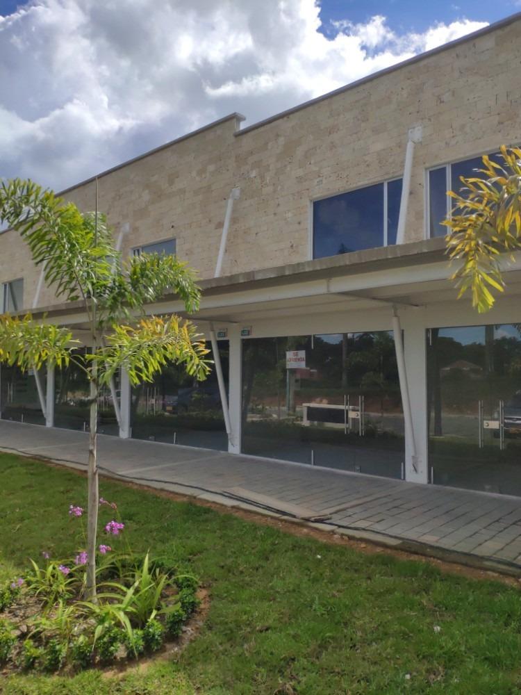 local en restrepo sobre vía principal cc balcones plaza