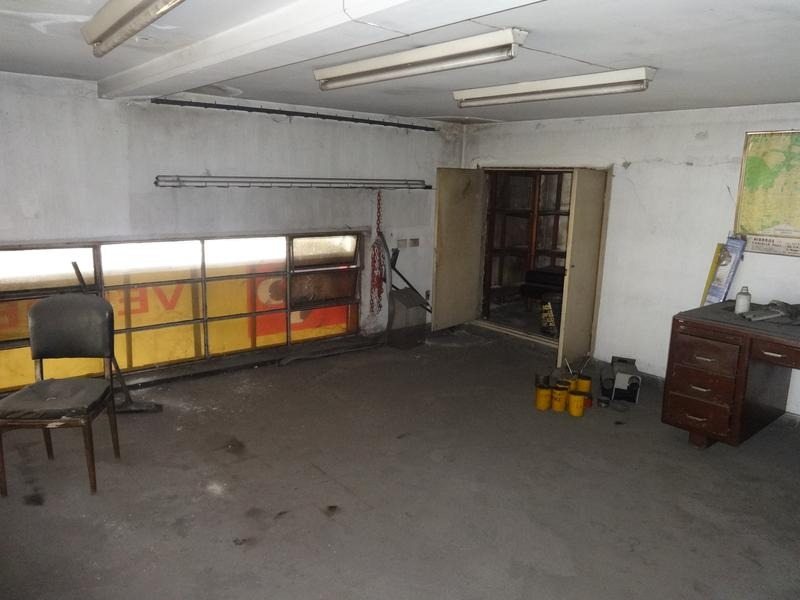 local en squina 450 m2 cubiertos con oficinas y deposito