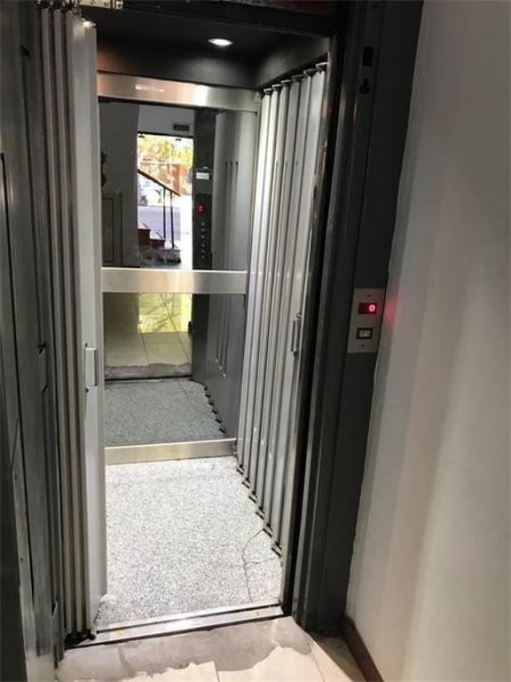 local en venta de 3 niveles 500 mts 2 -lote 8 x 40 mts -320 mts 2- la plata