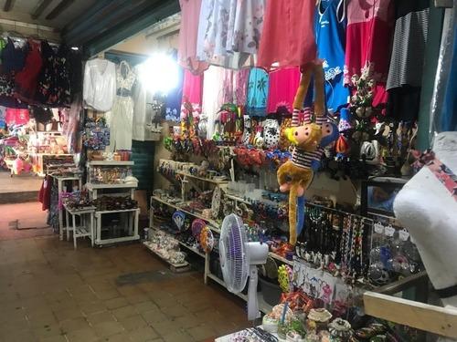 local en venta en el mercado de artesanias  el pueblito . locales (#33 y #34)