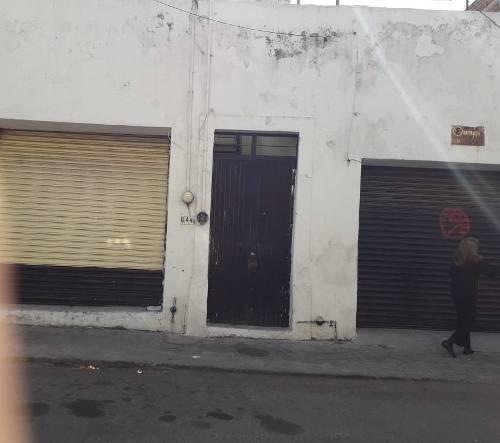local en venta en guadalajara, colonia analco. el inmueble consta de 2 locales comerciales y un depa