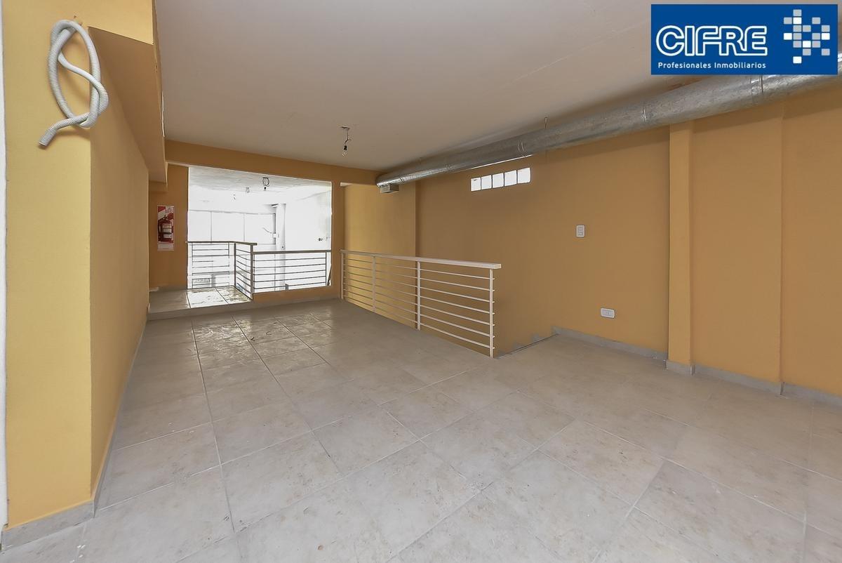 local en venta villa urquiza con renta 148m2 pb mas entrepiso