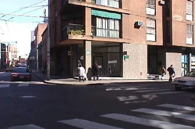 local esquina zona patio olmos 150 m2
