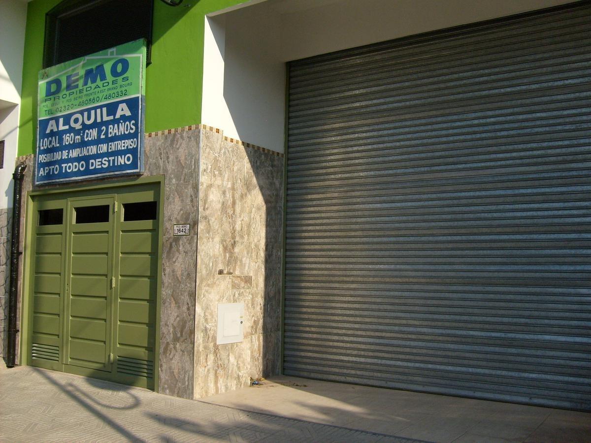 local frente a estacion grand bourg