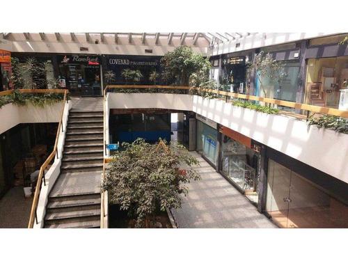 local galerias plaza italia / crowne plaza