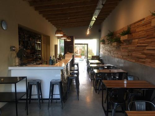 local gastronomico nuevo con amplia cocina y amplios patios