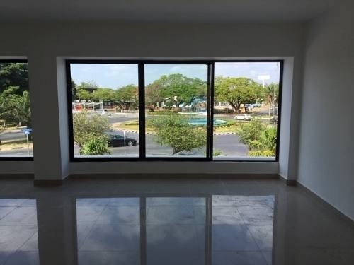 local ideal para oficina en planta alta en esquina en céntrica plaza de  prolongación montejo.