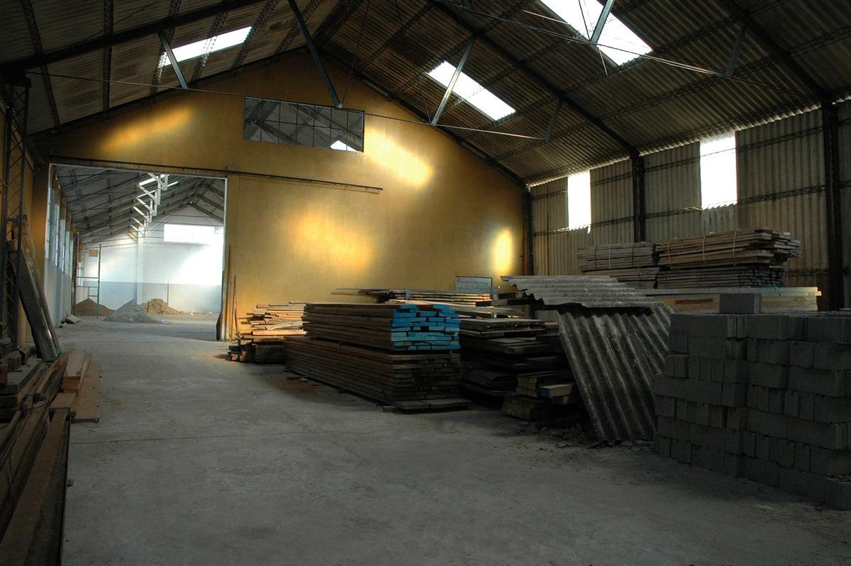 local industrial con 4 galpones
