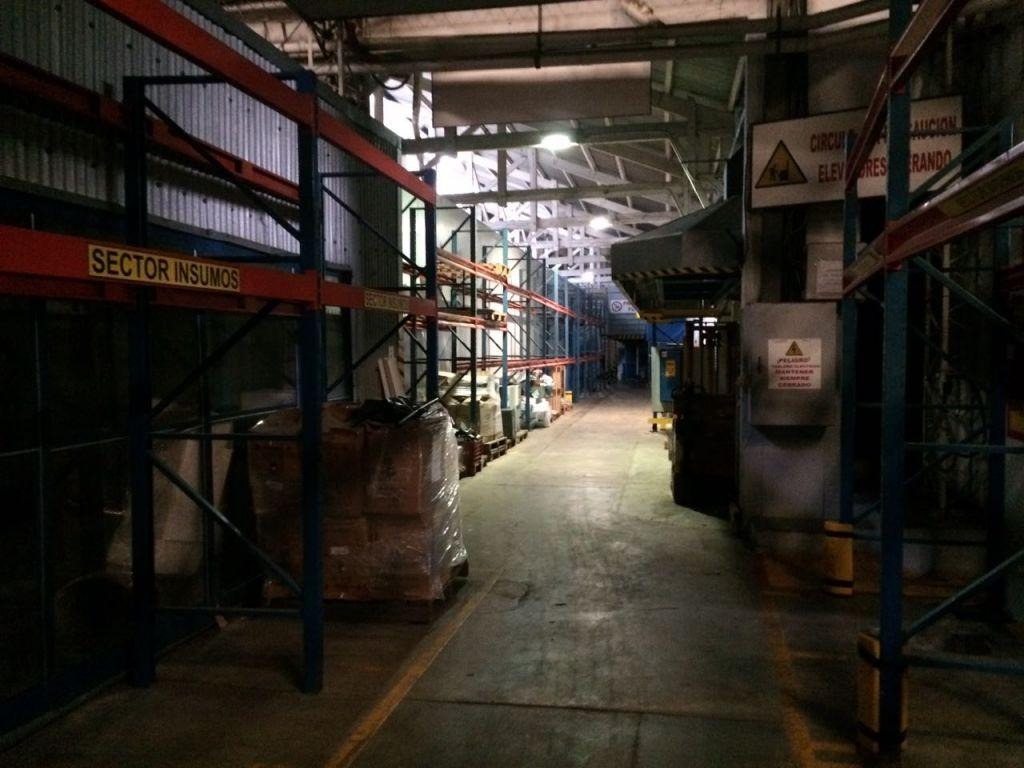 local industrial sayago venta y alquiler millan y raffo con cámaras de frío, a 3 calles