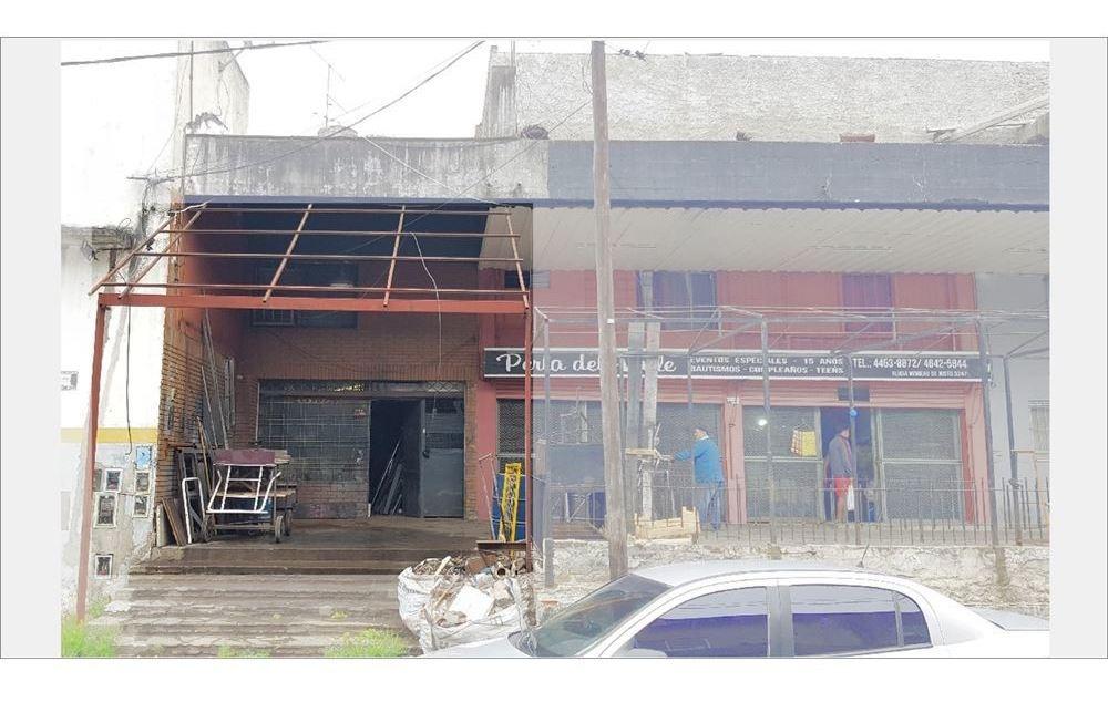 local lomas del mirador 116 m2 a la calle