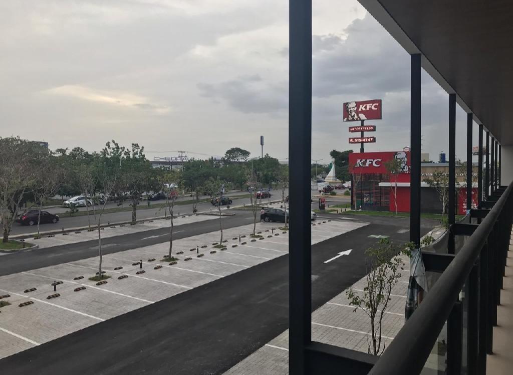 local mura en renta,62 m2,sobre avenida,leandro valle,mérida,yucatán.