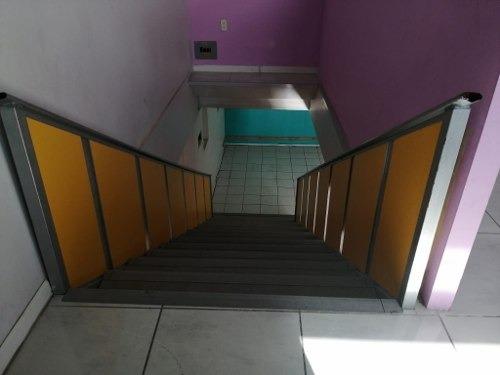 local muy bien ubicado, en esquina con elevador para mobiliario, muy amplio.