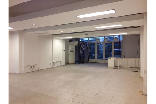 local oficina  290 m2 totales dos plantas libres.