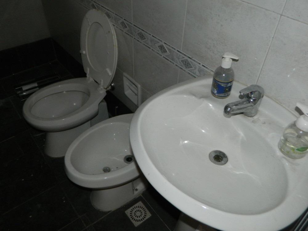local punta carretas 3 ambientes 1 baño kitchenette