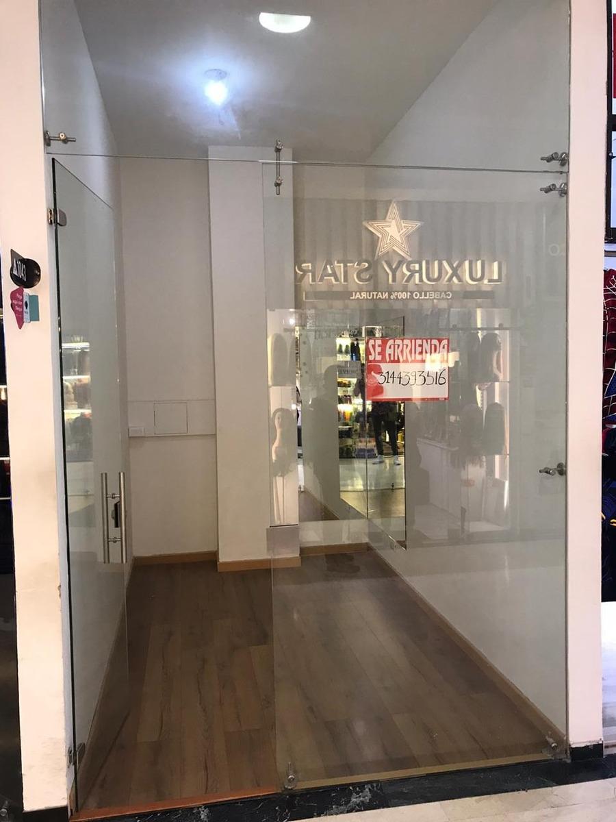 local remodelado en centro comercial , pasillo principal