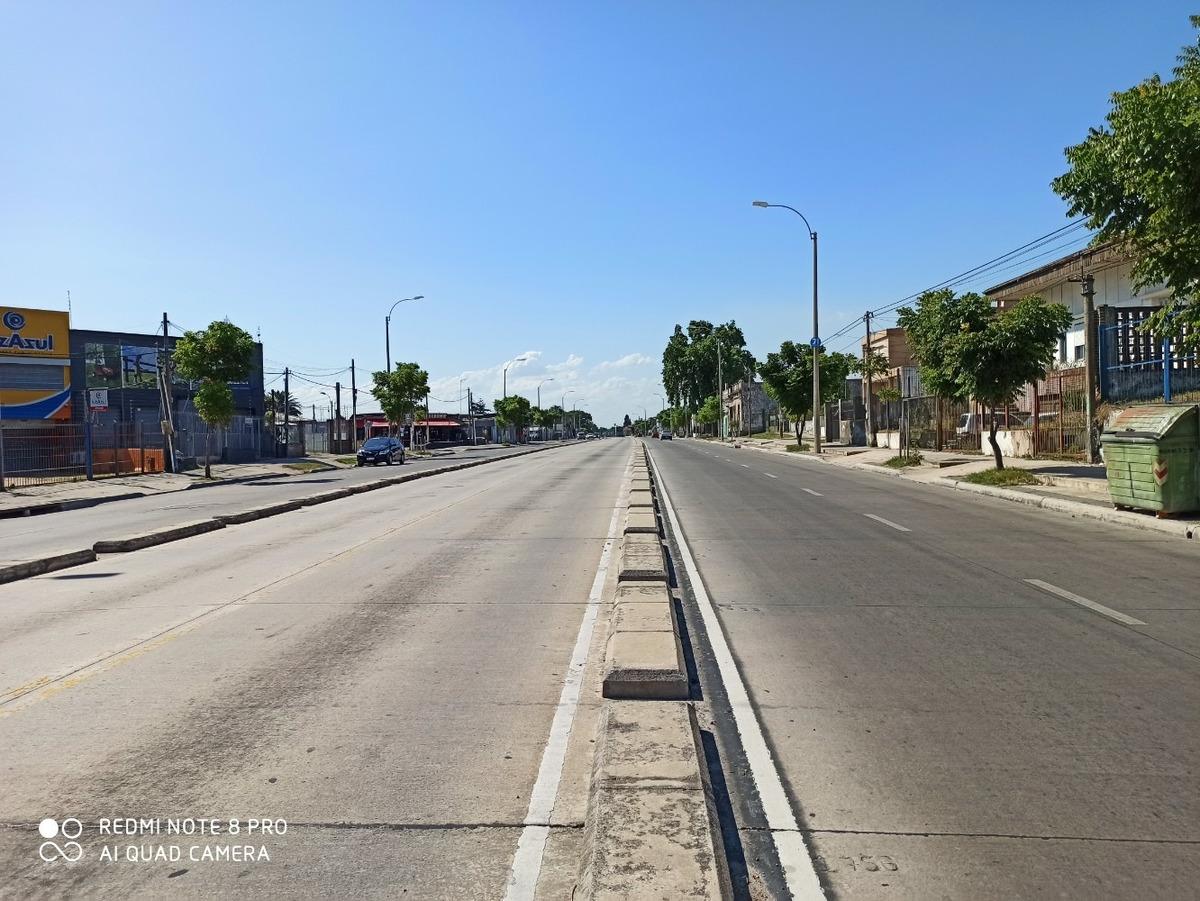local - sobre avenida garzon