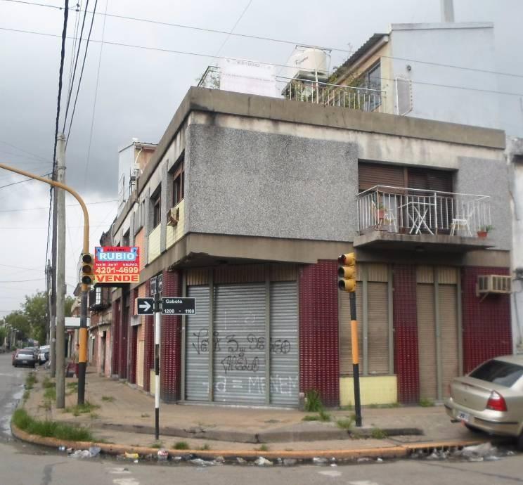 local sobre avenida. n. avellaneda 1000, esq. gaboto