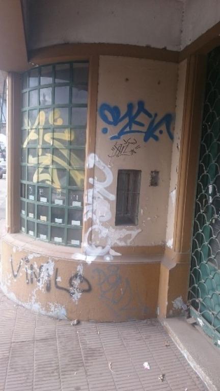 local sobre avenida rivadavia frente a estaciòn con vivienda