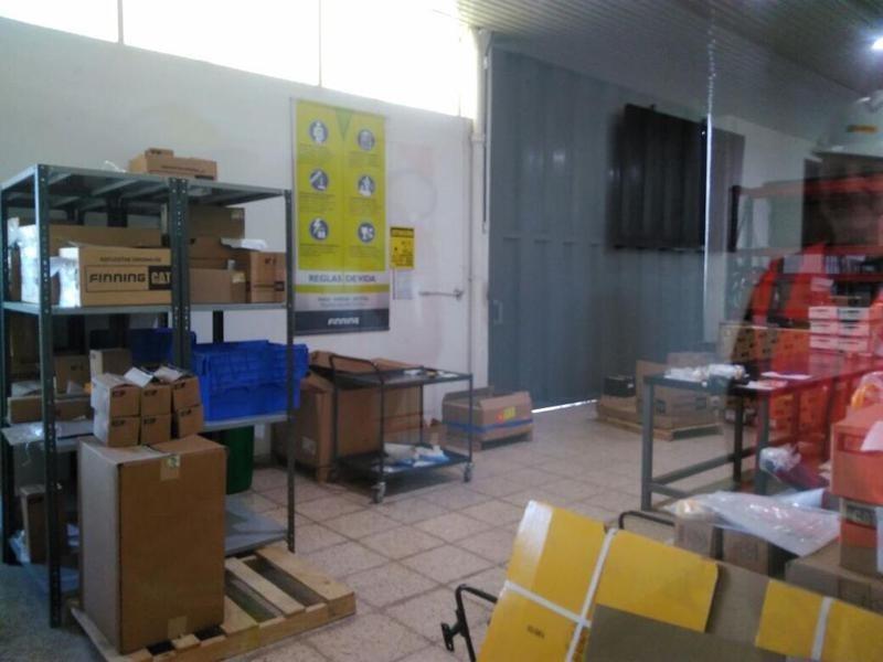 local versátil, galpón/deposito y oficinas. zona industrial.