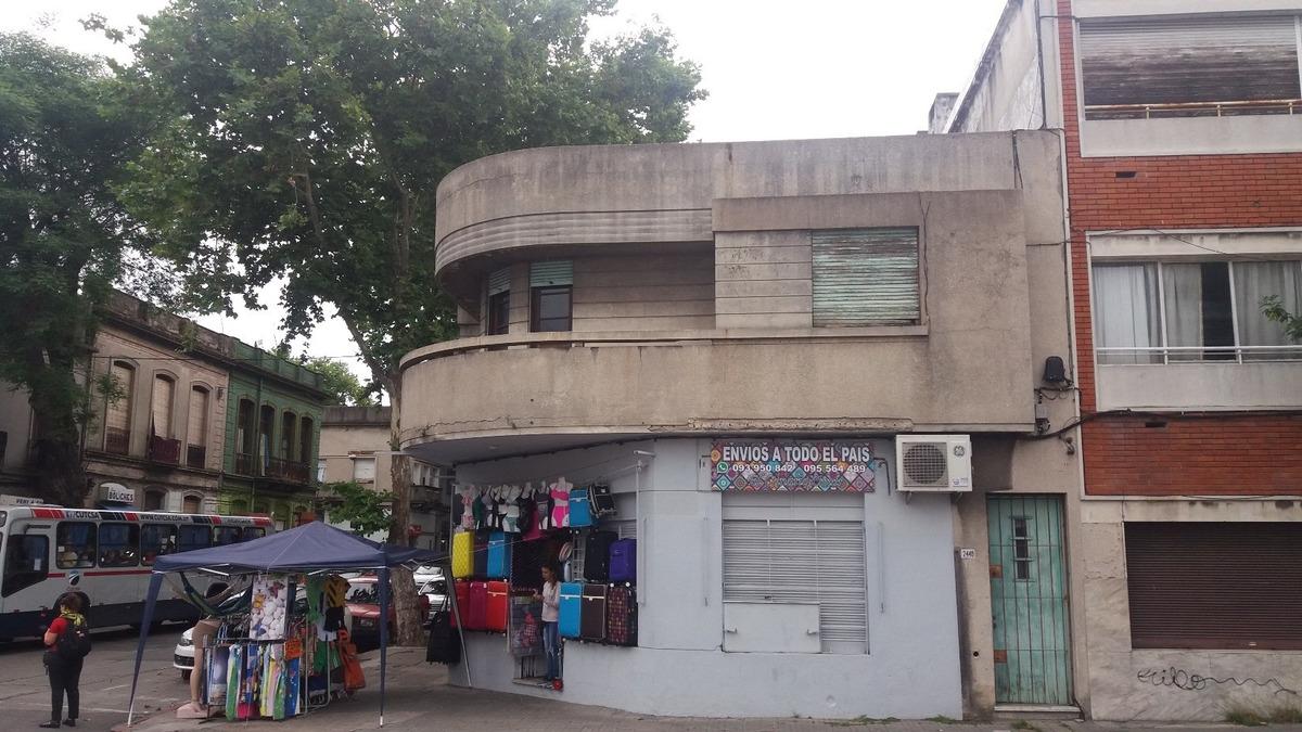 local y apartamento en la comercial montevideo