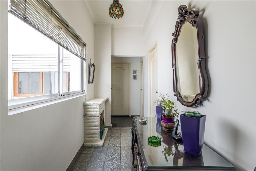 locales 2 con vivienda 4 ambientes gran esquina