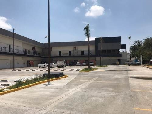 locales comerciales en plaza ubika san isidro en renta