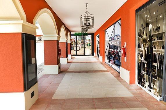 locales comerciales en pueblo caamaño c/cochera