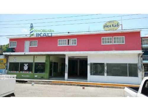locales comerciales en renta centro tuxpan veracruz 40 m² frente a la calle clavijero, se encuentran ubicados casi esquina genaro rodríguez frente a lo que era el super del issste, cada uno cuenta co