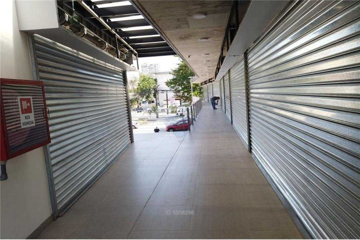 locales comerciales stripcenter 5