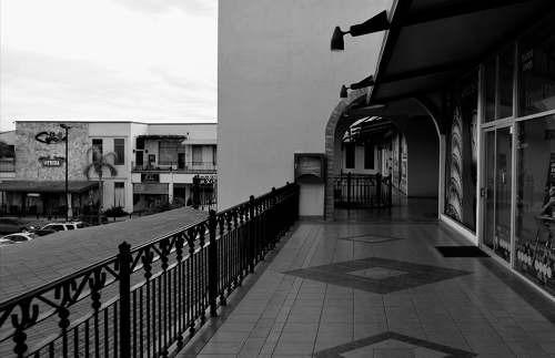 locales en plaza casa grande(15b, 16b y 34a) , salt. coah.