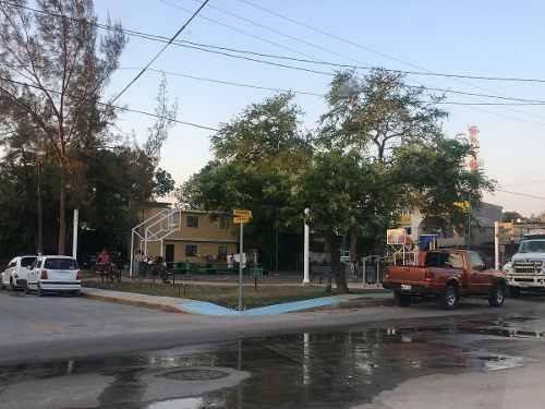 locales en renta sobre calle pavimentada en contra esquina al parque en la colonia 2 de junio a dos cuadras de av las torres y a unos cuantos metros de carretera tampico-mante, tamaulipas.