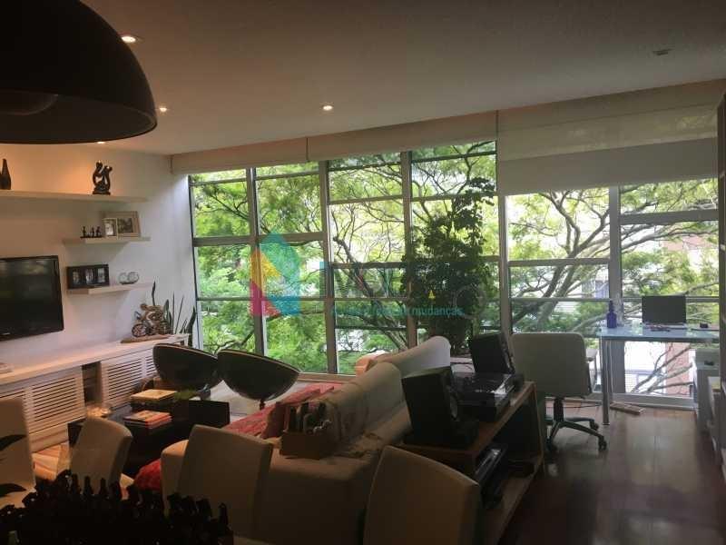 localização nobre rua bem tranquila e arborizada em prédio familiar poucos apartamentos!! - boap30662