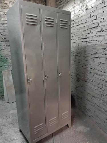 lockers vintage de 6 puertas.