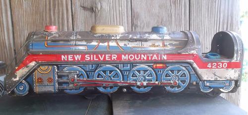 locomotora de lata antigua