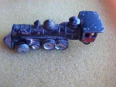 locomotora de tren en metal macizo