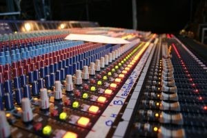 locutor voz impacto
